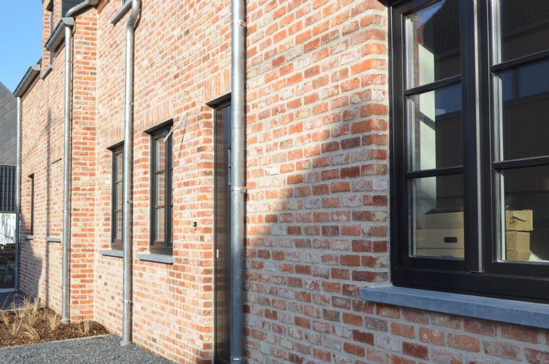 Avelgem: Instapklare gesloten nieuwbouwwoning met tuin en doorgang achteraan